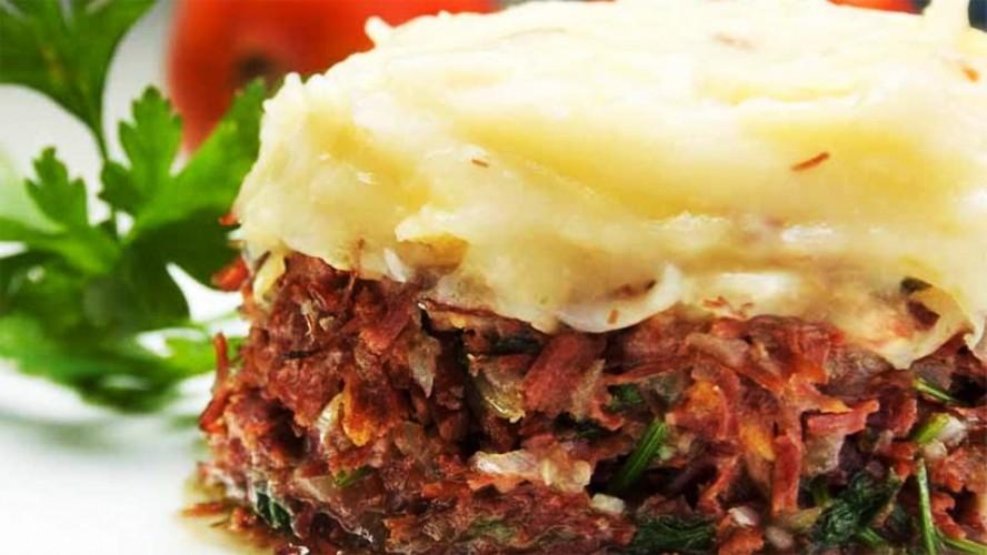 Escondidinho de carne seca com mandioca
